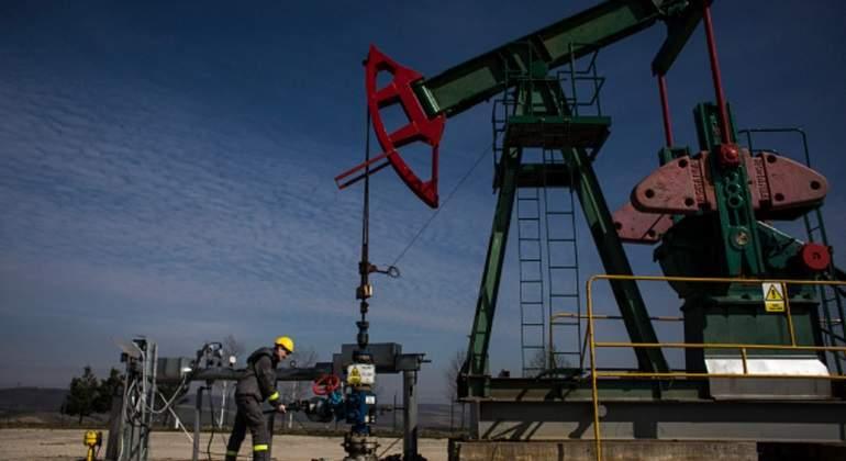 materias-petroleo-trabajador.jpg