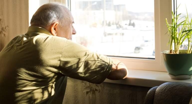 anciano-ventana-dreamstime.jpg