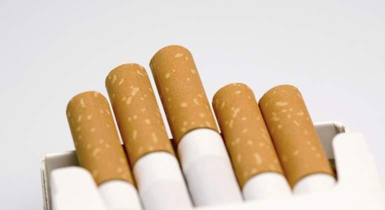 De funcionaria antitabaco a accionista en tabacalera — EEUU