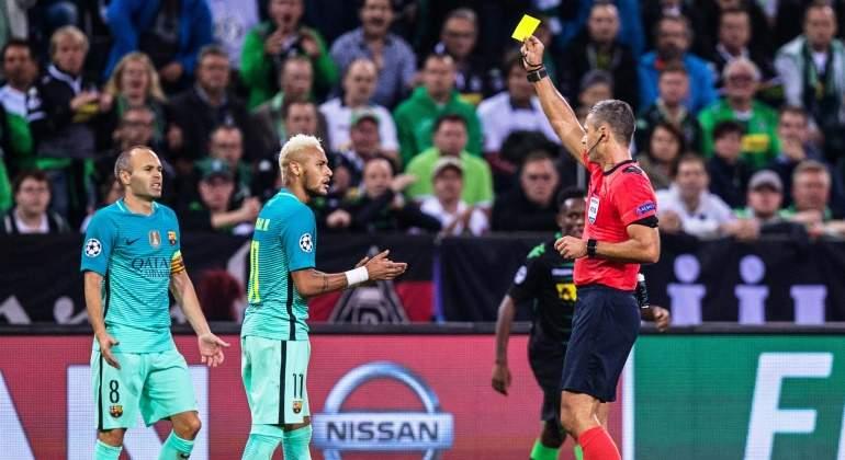 Neymar insultó al árbitro Skomina después de que éste le reprochara algún piscinazo