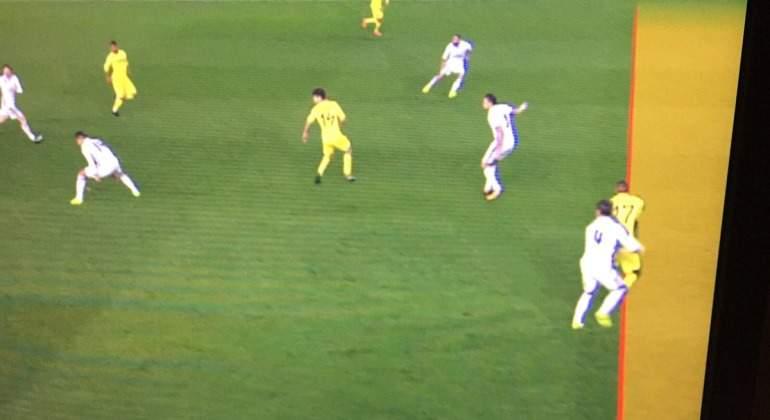 Bakambu-fuera-juego-Ramos-libero-2017-movistar.jpg