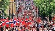Manifestacin con banderas de Noruega