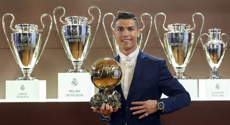 CR7-posa-Balon-oro-2016-champions-efe.jpg