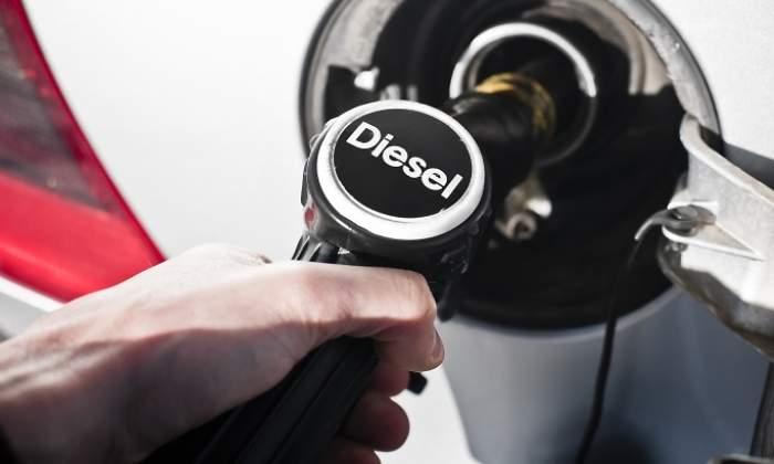54252696c38d Más impuestos al diésel  llenar un depósito de 60 litros costará 2 ...