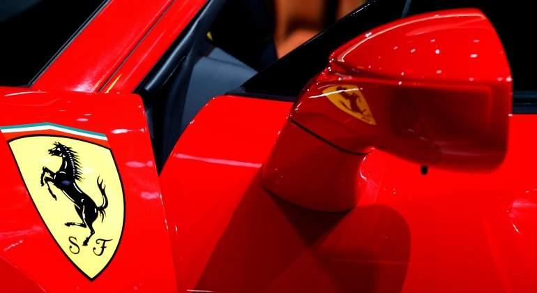ferrari-coche-logo-retrovisor-770-reuters.jpg