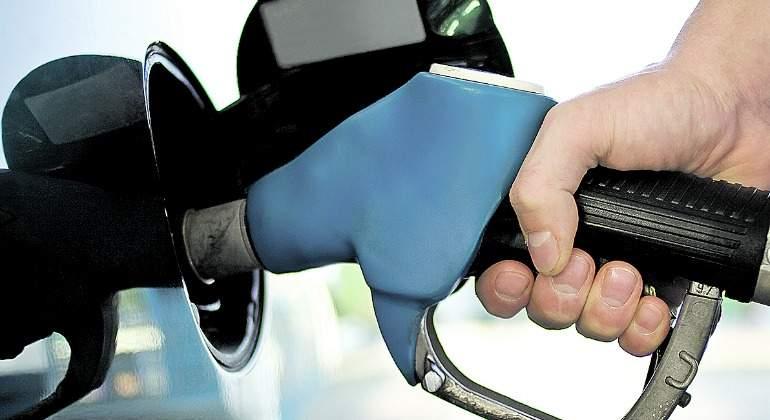gasolina-mano-gasolinera-770.jpg