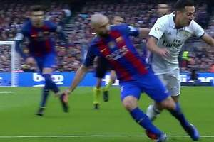 ¿Hubo penalti de Mascherano a Lucas?