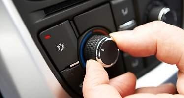 ¿Conduce con la calefacción al máximo en el coche? Cinco razones por las que debe evitar esta práctica