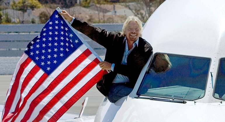 richard-branson-avion-primer-vuelo-virgin-2007-reuters.jpg