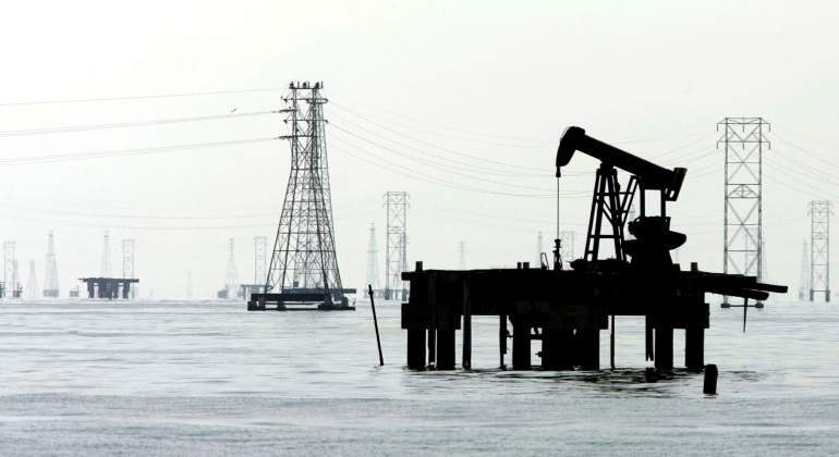 petroleo-martillo-mar.jpg