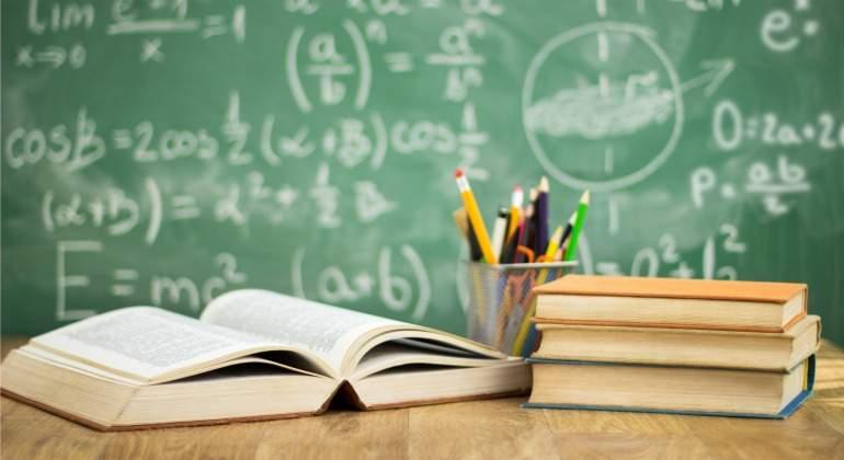 educacion-libros-pizarra.jpg