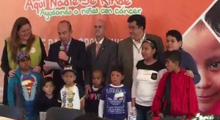 Anuncia Calderón que donará su pensión presidencial a niños con cáncer