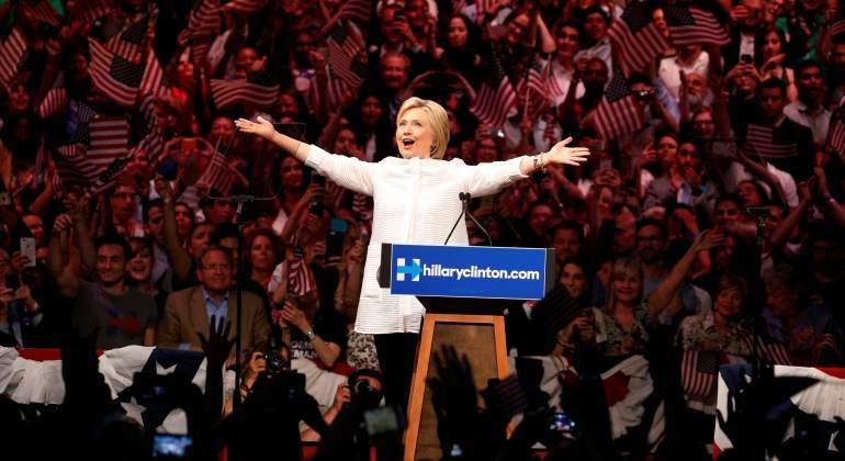 Clinton critica que plan económico de Trump beneficiará a ricos empresarios