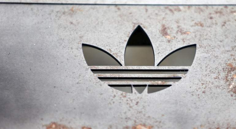 Adidas-logo-pared-Reuters.jpg