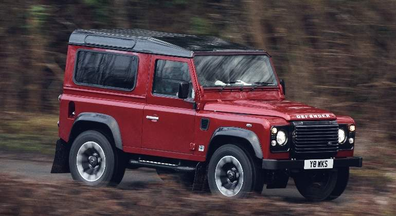 Land-Rover-Defender-Works-V8-2018-01.jpg