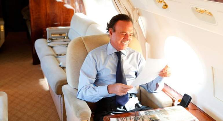 julio-iglesias-avion770.jpg