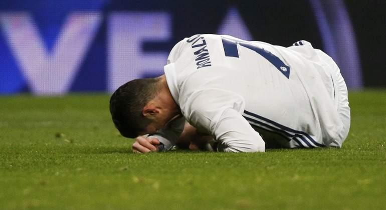 Cristiano-Ronaldo-dolido-Cesped-2017-Reuters-Bernabeu.jpg