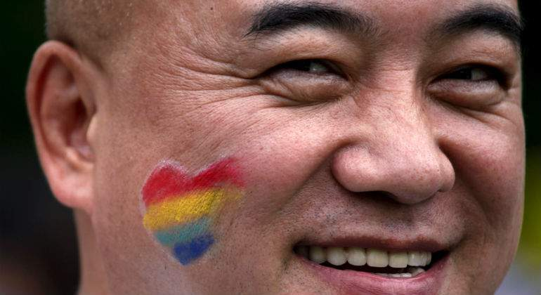 http://s04.s3c.es/imag/_v0/770x420/4/f/5/china-gay.jpg