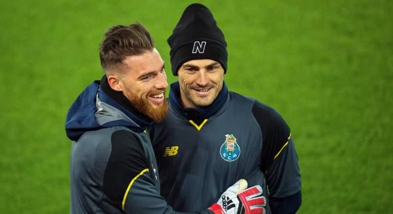 Casillas-Jorge-Sa-calentamiento-Liverpool-EFE-2018.jpg