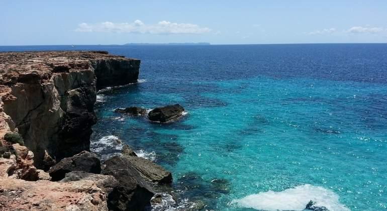 Cinco playas a unas horas de madrid para este verano for Piscinas naturales santander