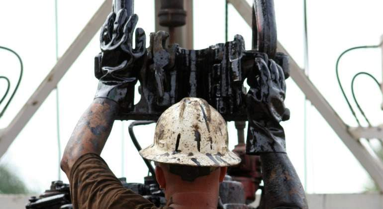 petroleo-trabajador-casco-pump-extraccion-dreamstime.jpg