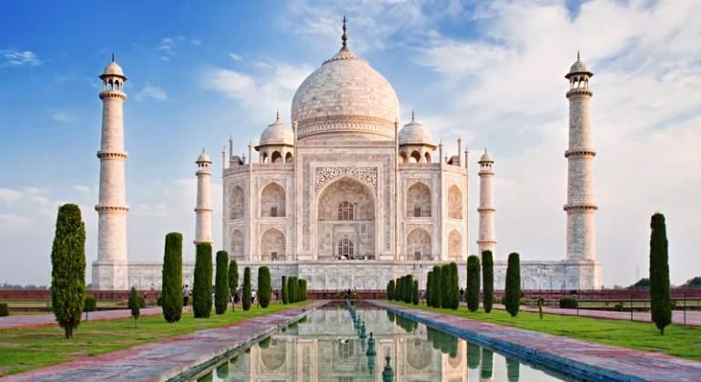 Taj-Mahal-Dreamstime.jpg