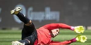 Mermo Ochoa recibe su primer gol con Standard