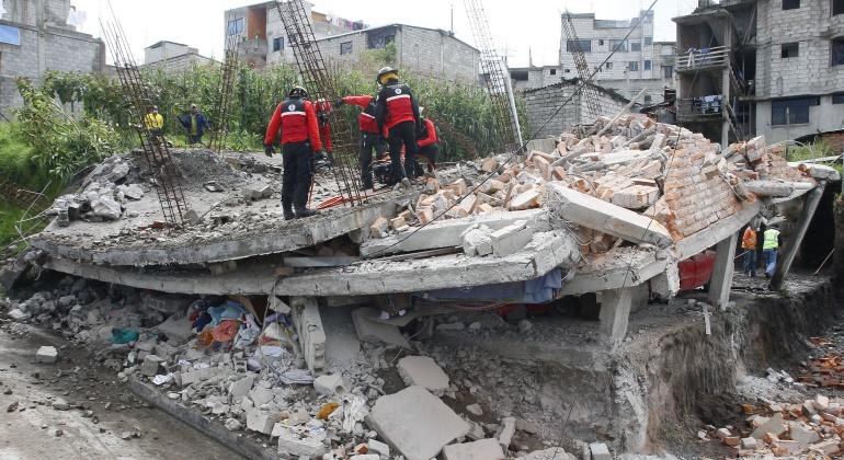 ecuador-escombros-terremoto-efe.jpg