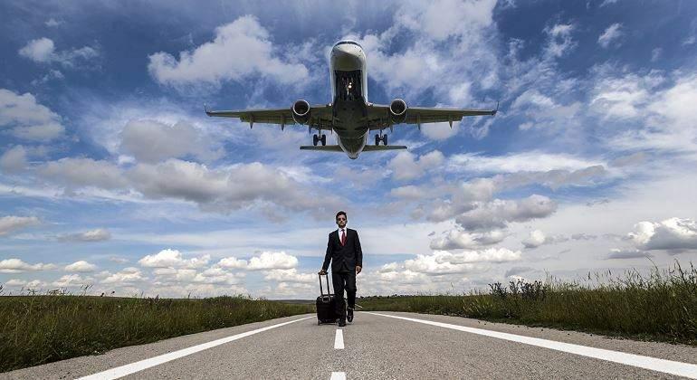 viaje-directivo-maleta-avion-770.jpg