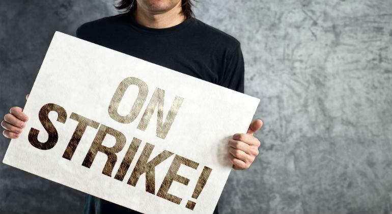 Estudiantes de la Universitat de València hacen huelga en apoyo a los profesores asociados