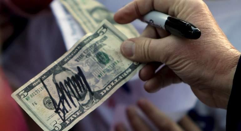 dolar-firmado-trump.jpg