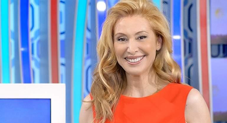 Teresa Viejo, la única mujer que dirigió Interviú, rota por el cierre de la revista