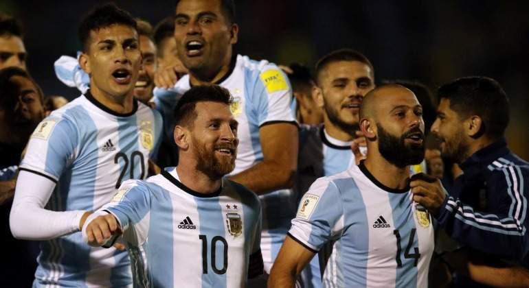 Messi-Mascherano-Argentina-celebra-pase-Mundial-2017-Reuters.jpg