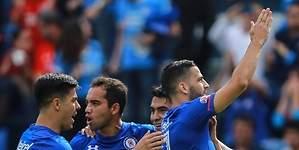 Cruz Azul vence al Atlas con goles de Méndez y Mora
