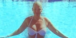 Belén Esteban, en bikini por 30.000 euros