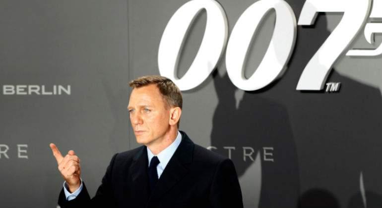 Apple y Amazon estarían compitiendo por comprar la franquicia de James Bond