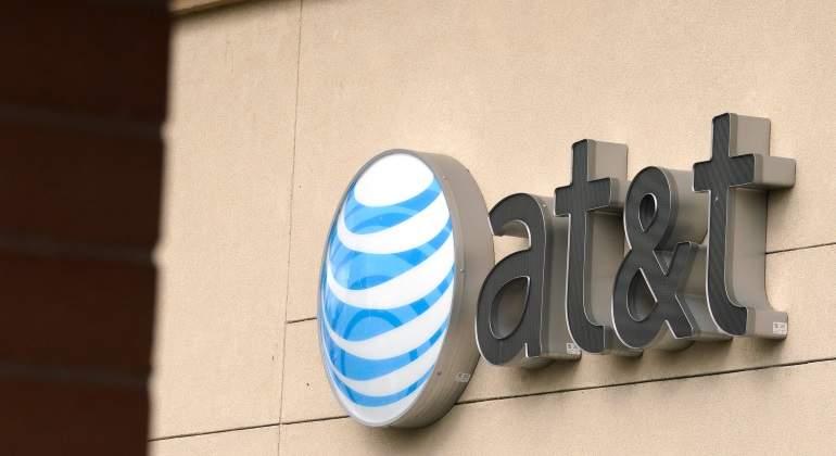 IFT da luz verde AT&T en compra de Time Warner