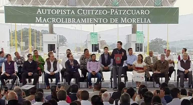 Silvano Aureoles releva a 8 funcionarios de su gabinete