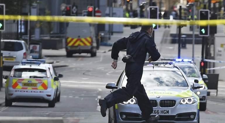manchester-policia-corre-efe.jpg