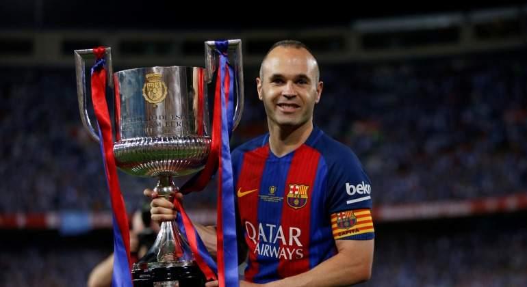 Iniesta-Copa-REy-trofeo-2018-efe.jpg