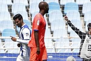 Carlos Vela desciende al Granada de Memo Ochoa