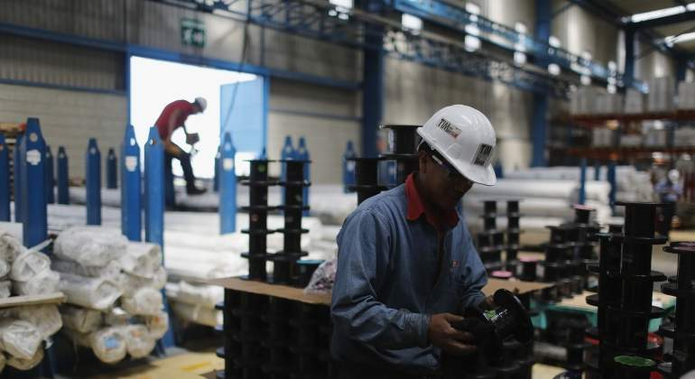 Trabajador-industria-plastico-770.jpg