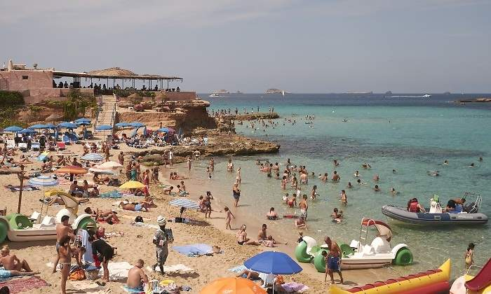 CaixaBank cree que desaceleración de turismo puede restar un 0,2% al PIB