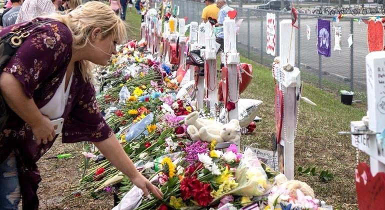 homenaje-victimas-tiroteo-florida-feb18-efe.jpg