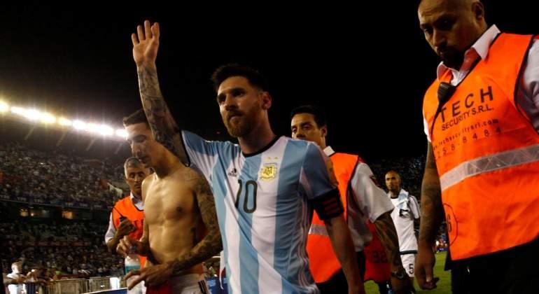 Messi-saluda-argentina-2017-reuters.jpg