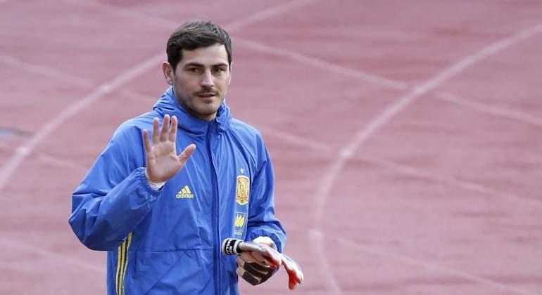 Casillas-saludo-2016-entreno-espana.jpg