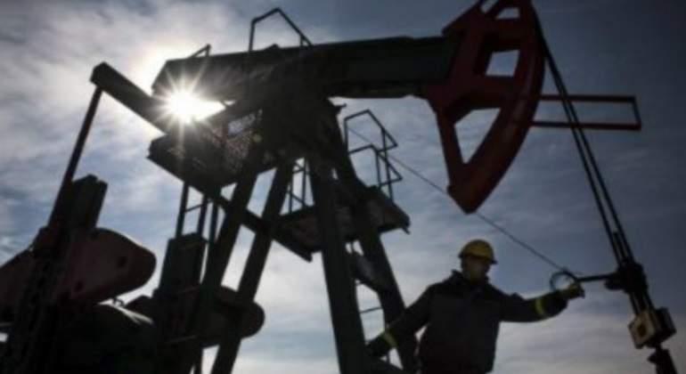 Rusia invitada a reunión para monitorear el recorte de producción de crudo
