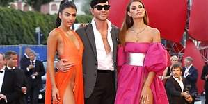 Dos modelos posan sin ropa interior en Venecia