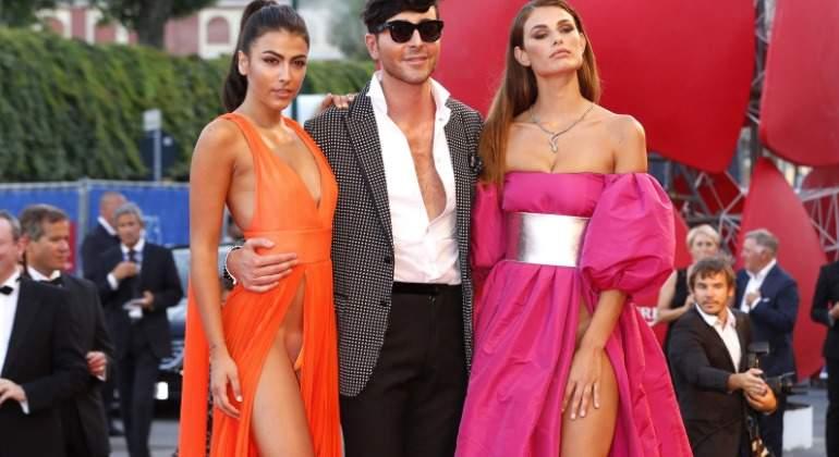 dos modelos revolucionan venecia sin ropa interior en la