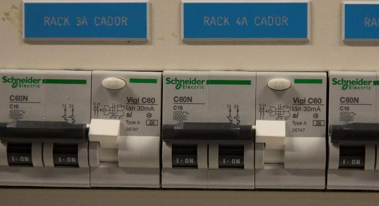 schneider-electric-fusibles-reuters-770x420.jpg